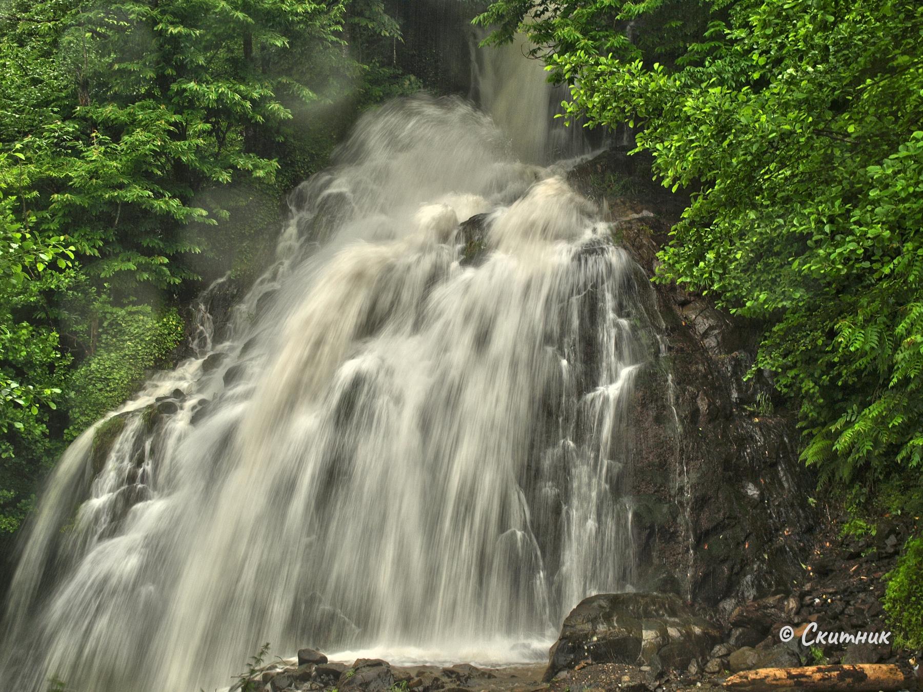 Водопад по пътя
